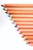 Ciérrese encima de la vista de diversos lápices del color en el b blanco Imagenes de archivo