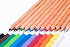 Ciérrese encima de la vista de diversos lápices del color y marque el isola de los pasteles con tiza Fotografía de archivo