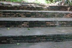 Ciérrese encima de la vista de escaleras viejas hasta Buda Imagen de archivo libre de regalías