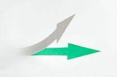 Ciérrese encima de la vista de la flecha con la sombra que crece Fotografía de archivo