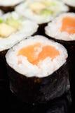 Ciérrese encima de la vista de los rodillos de sushi Imagen de archivo libre de regalías