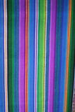Ciérrese encima de la vista de materias textiles mayas indígenas vibrantes Fotografía de archivo