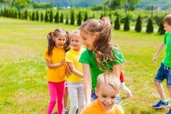 Ciérrese encima de la vista de las caras felices del ` s de los niños fotos de archivo libres de regalías