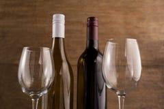 Ciérrese encima de las botellas con las copas Fotos de archivo libres de regalías