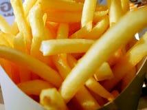 Ciérrese encima de las patatas fritas Fotos de archivo