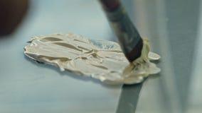 Ciérrese encima de las pinturas de aceite de mezcla en la paleta metrajes