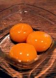 Ciérrese encima de las yemas de huevo Foto de archivo