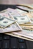 Ciérrese encima de los billetes de dólar americanos, foco selectivo Fotografía de archivo libre de regalías