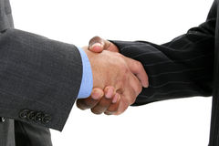 Ciérrese encima de los hombres de negocios que sacuden las manos Foto de archivo