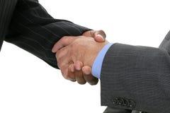 Ciérrese encima de los hombres de negocios que sacuden las manos Imagen de archivo
