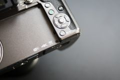 Ciérrese encima de los microfourthirds del logotipo, 4k, wifi en la cámara fotos de archivo