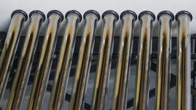 Ciérrese encima de los tubos del calentador solar fotografía de archivo