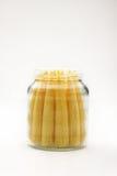 Ciérrese encima de maíz de bebé en botella. imagen de archivo