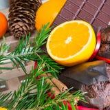 Ciérrese encima de maffins, de naranjas y de chocolate Fotos de archivo