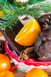 Ciérrese encima de maffins, de naranjas y de chocolate Foto de archivo libre de regalías