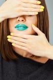 Ciérrese encima de modelo de la mujer de la cara en belleza fotos de archivo libres de regalías