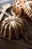 Ciérrese encima de moldes del cobre del vintage Imagenes de archivo