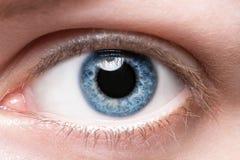 Ciérrese encima de ojo azul Imagenes de archivo