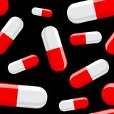 Ciérrese encima de píldora en fondo negro Imagen de archivo