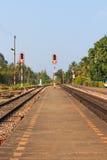 Ciérrese encima de pistas ferroviarias Imagen de archivo
