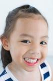 Sonrisa de la muchacha de Asia Fotografía de archivo libre de regalías