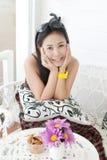 Ciérrese encima de señora asiática en el parque. Foto de archivo libre de regalías