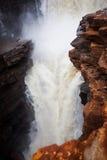 Ciérrese encima de tiro del descenso superior en la cascada Easternmost en el rey George River imagen de archivo