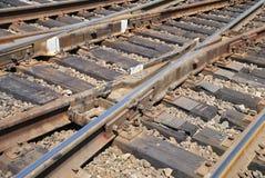 Ciérrese encima de un carril y de lazos cruzados ferroviarios Imagen de archivo libre de regalías