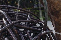 Ciérrese encima de un rollo del alambre de acero del metal abstracto con agua Fotografía de archivo libre de regalías