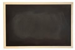 Ciérrese encima de vista de una pizarra sucia negra con el marco de la madera blanda foto de archivo libre de regalías