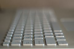 Ciérrese encima de vista de las llaves de un teclado de ordenador imágenes de archivo libres de regalías