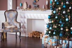Ciérrese encima del árbol de navidad adornado Ningunas personas Fondo del día de fiesta Fotos de archivo