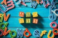 Ciérrese encima del arreglo del alfabeto Imagen de archivo