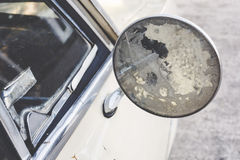 Ciérrese encima del coche viejo del espejo Imágenes de archivo libres de regalías