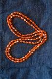 Ciérrese encima del collar plástico anaranjado de la gota Fotografía de archivo libre de regalías