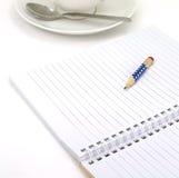 Ciérrese encima del cuaderno con el lápiz Foto de archivo libre de regalías