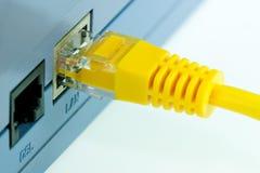 Ciérrese encima del detalle del cable amarillo de la red RJ45 Fotografía de archivo libre de regalías