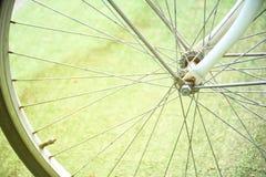 Ciérrese encima del detalle del rayo de la bicicleta foto de archivo