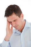 Ciérrese encima del hombre de negocios joven Suffering From Headache fotos de archivo