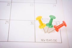 Ciérrese encima del perno en un fondo del calendario Fotografía de archivo