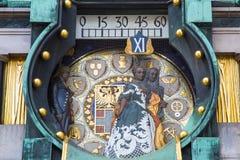 Ciérrese encima del reloj de Jugendstil Ankeruhr Viena en Hoher Fotografía de archivo libre de regalías