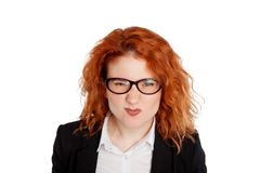 Ciérrese encima del retrato aislado de la mujer enojada enfadada joven Expresiones humanas negativas de la cara de las emociones Fotografía de archivo libre de regalías