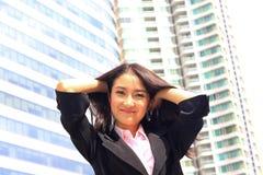 Ciérrese encima del retrato de la mirada asiática a brillante de la mujer de negocios de la juventud foto de archivo
