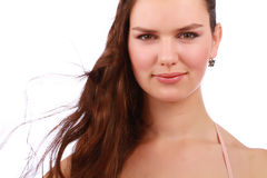 Ciérrese encima del retrato de la muchacha marrón joven atractiva del pelo Fotografía de archivo