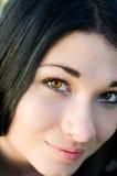 Ciérrese encima del retrato de la mujer atractiva imagen de archivo libre de regalías