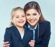 Ciérrese encima del retrato de la mujer de negocios con la niña Fotografía de archivo libre de regalías