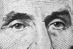 Ciérrese encima del retrato de la visión de Abraham Lincoln en el un billete de dólar cinco Fondo del dinero billete de dólar 5 c imagen de archivo
