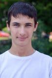 Ciérrese encima del retrato de un adolescente lindo sonriente de los jóvenes Fotografía de archivo