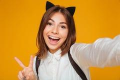 Ciérrese encima del retrato de una colegiala adolescente alegre Fotos de archivo