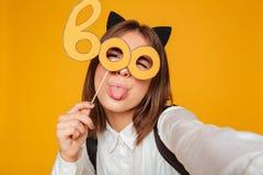 Ciérrese encima del retrato de una colegiala adolescente loca Foto de archivo libre de regalías